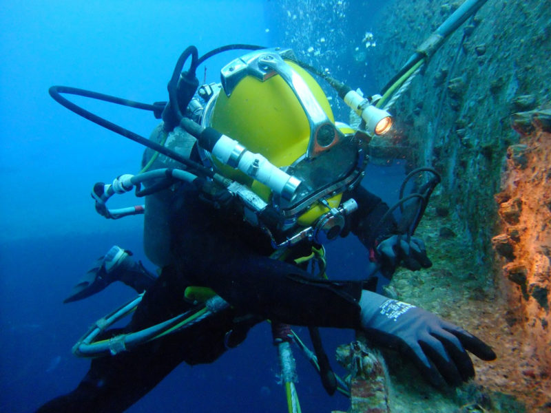 Underwater Diving For Anchor Chain Inspection